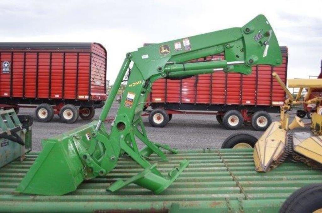 "JD H240 loader w/ 72"" quick attach material bucket, loader bracket, w/ complete hydrolic system &joy"