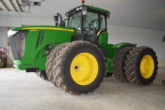 '12 JD 9410R w/ 957 hrs, power shift, 5 remotes, inside/outside wheel weights, extra light package,