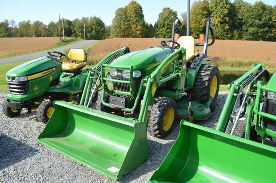 '10 JD 2520 w/ 200CX loader w/ 62'' deck, 590 hrs, 4wd, hyd, pto, 3pt, owners manuel for tractor & l