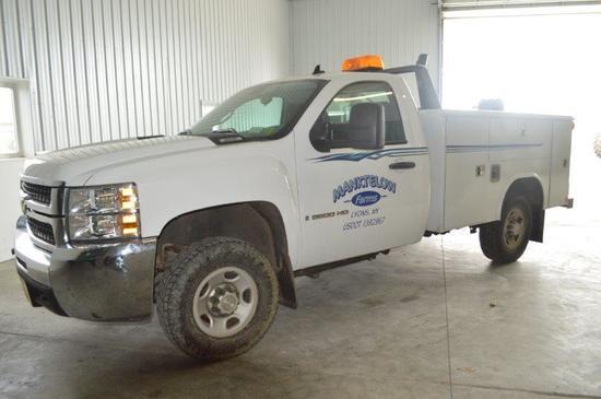 '09 Chevy 2500HD Service truck w/ 48,102 mi, 4wd, Vortec heavy duty gas engine, 8' service body, w/