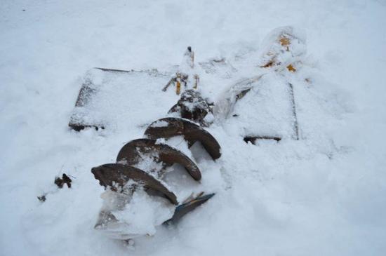 Skid mount posthole digger