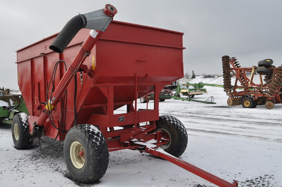MT WB-2743 gravity wagon w/ double compartment, selling w/ Sedenga hyd auger w/ brush flighting (nic