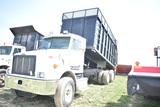 2005 Peterbuilt 330 silage truck w/ 297108mi, Allison automatic trans, C7 Cat engine, 18' dump box w