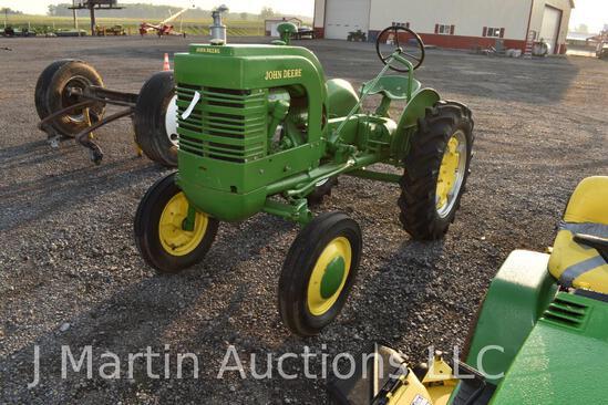 JD LA tractor