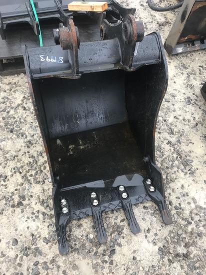 1055- JCB 22 inch bucket