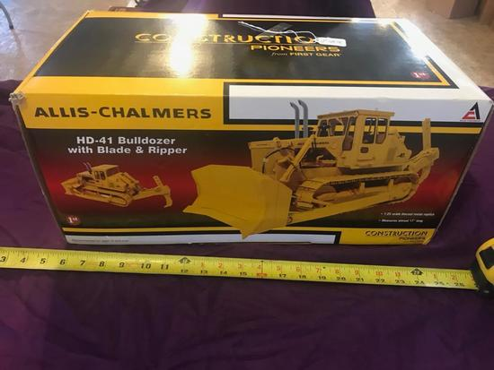 Allis- Chalmers HD-41 Dozer with Blade and Ripper, 1:25 scale by First Gear with box