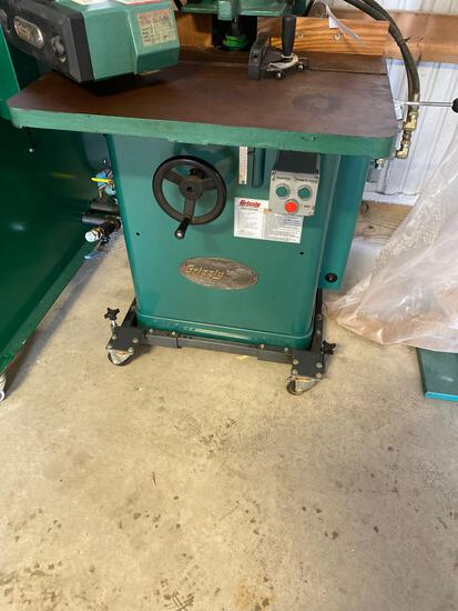 10005A- Grizzly 3/4 inch Spindle Shaper, Model G1026, Serial No. 081047, hydraulic powered