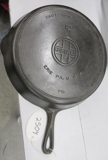 Griswold #12 718 Cast Iron Skillet Large Block logo
