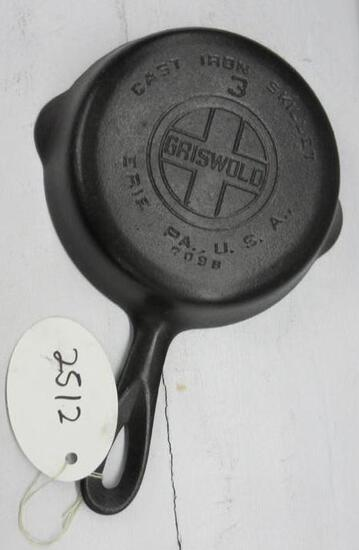 Griswold #3 709B Cast Iron Skillet Large Block logo