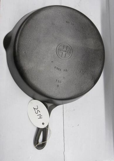 Griswold #10 716B Cast Iron Skillet Small Block logo