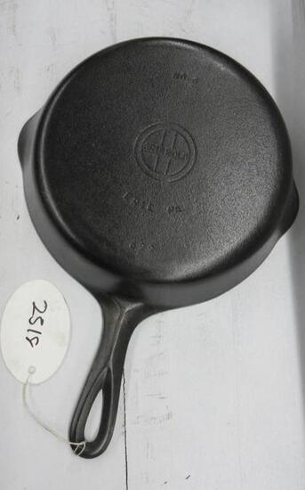 Griswold #6 699N Cast Iron Skillet Small Block logo