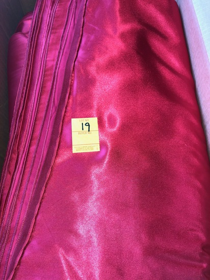 BOX OF 200 RED SATIN NAPKINS