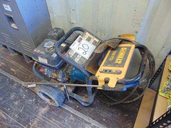 Dewalt 3800 PSI Pressure Washer , gas eng, Located in Thomas Ok