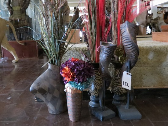 2 REPRODUCTION KUDU HORNS AND 4 VASES (ONE$)