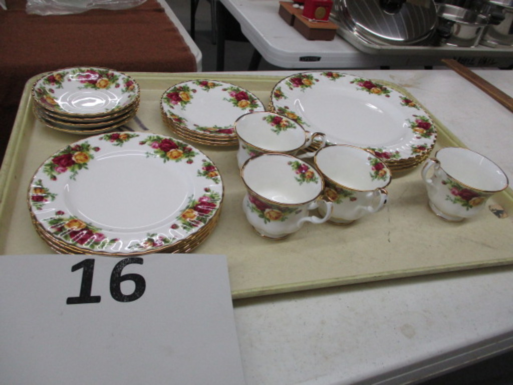 Old Country Roses Royal Albert Bone China