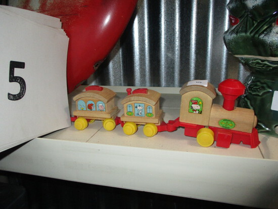 Snoopy train and 2 cars