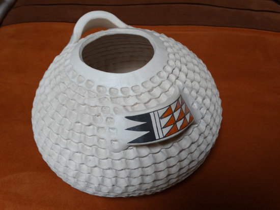 Acoma White Corrugated Pot w/ Handles
