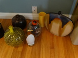 Small quantity of decorations