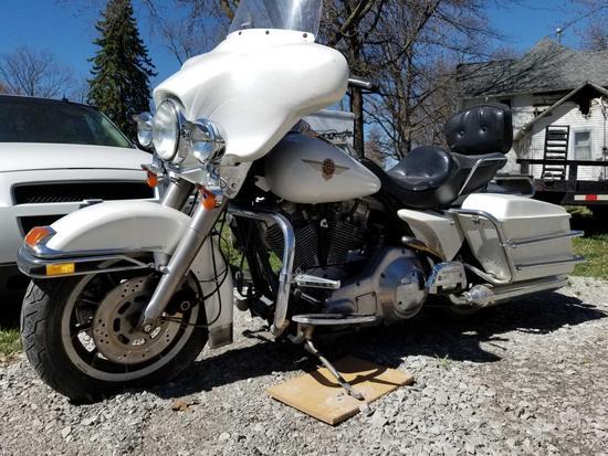 HARLEY DAVIDSON FLHT POLICE MOTORCYCLE