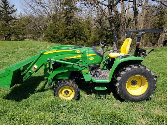 2011 JOHN DEERE 3520 4WD COMPACT UTILITY TRACTOR WITH LOADER AND BACKHOE ATTACHMENT