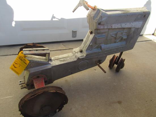 ERTL 806 PEDAL TRACTOR ( CASTING NOT CRACKED,COMPLETE,RIMS RUSTY,STEERING WHEEL BROKE)