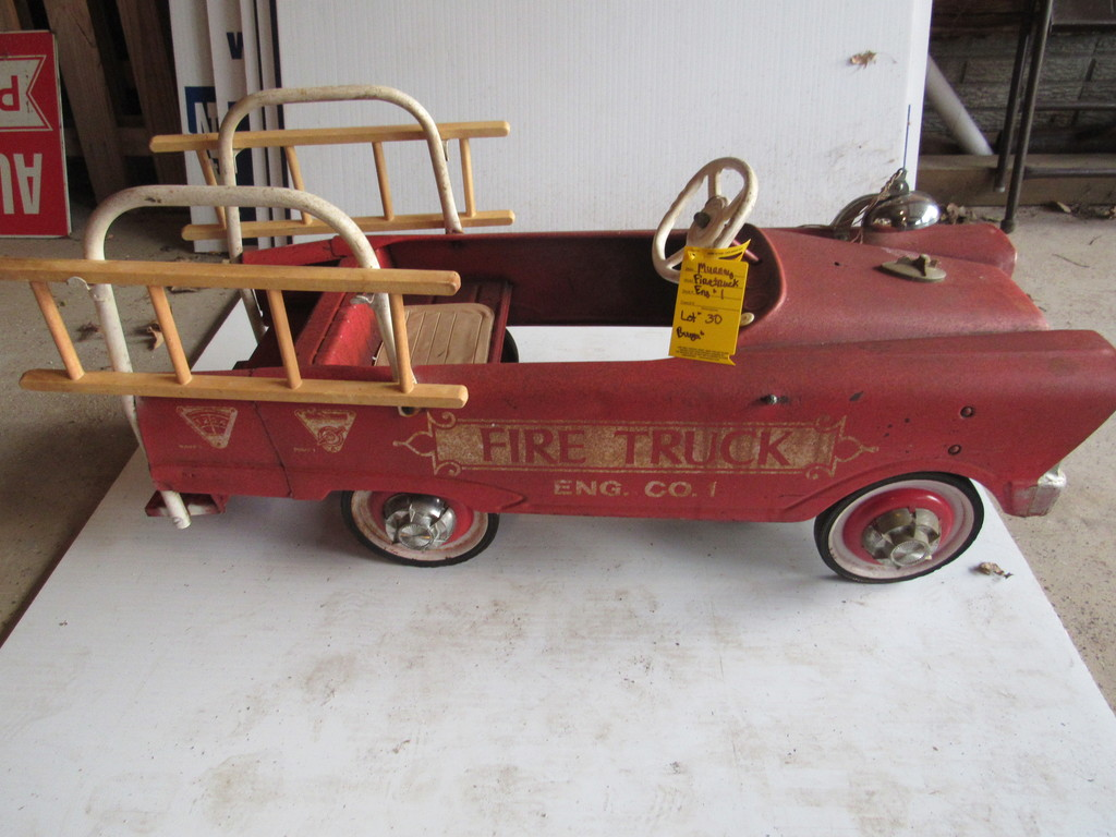 EARLY 1960'S MURRAY FIRE TRUCK ENGINE #1 (COMPLETE WITH LADDERS,BELL AND CAPS)