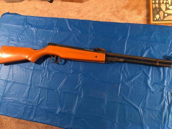 BB gun with Woodstock