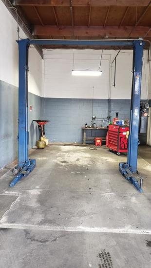 Used Forward 2-Post 9,000 lb Car Lift Asymmetric 1 ph