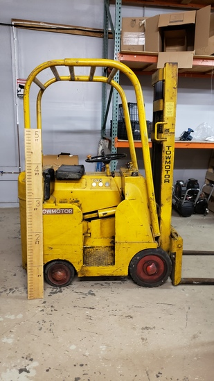 "1960s Towmotor Forklift Model 350 108"" Lift Max Chain 2000lb Capacity"