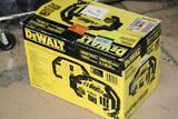 Dewalt 2800 Dxaeps2 Peak Amp Jumpstarter 1000w Power Inverter Digital Compressor Powers on