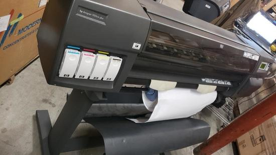 HP 1055cm DESIGNJET Photo Printer Powers on