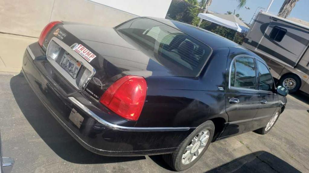 2006 Lincoln Town Car Signature Limited See Video Runs Great VIN # 1LNHM82W96Y618608 101701 Miles
