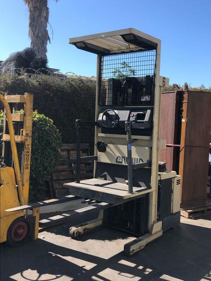 Crown Electric Order Picker Forklift 3000lb Capacity