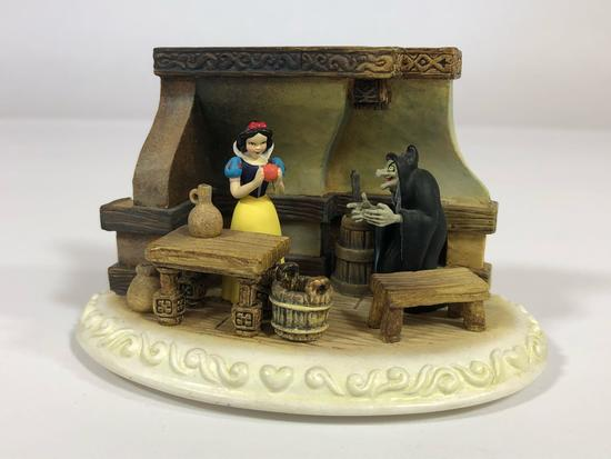 Snow White Take a Bite SIGNED Limited Edition Sculpture DC36 2002 Disney Showcase Collection