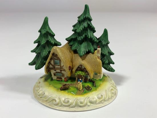Snow White Cleaning House SIGNED Limited Edition Sculpture DC4 2000 Disney Showcase Collection