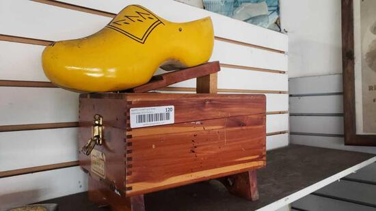 Griffin shinemaster with dutch wooden shoe