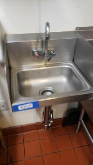 Small Service Sink HS-1615W - Talega Village