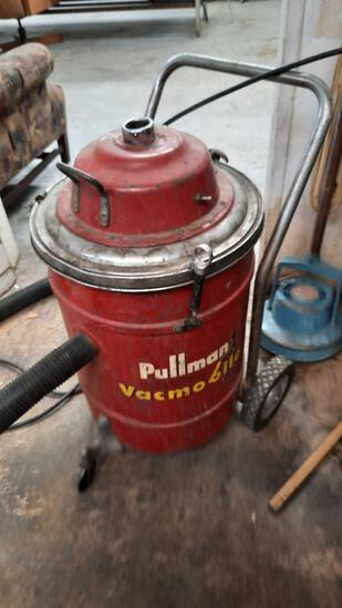 Pullman Industrial Cleaning Vacuum rm2