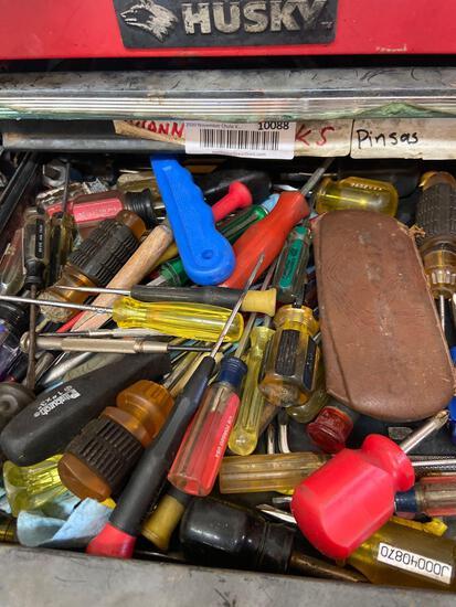 Shelf contents TR5141 screwdrivers, etc