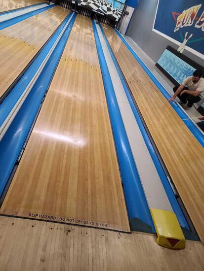 2 Bowling lanes 32 31