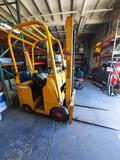 Towmotor 5000lb 1960s forklift nonrunning for parts