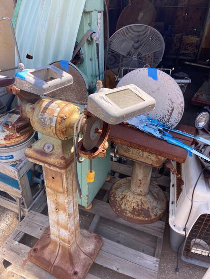 Pallet of grinders and vertical belt sander 141500 MM23-105B