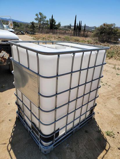 300 Gallon Fluid Tank w/ Schultz Metal Frame