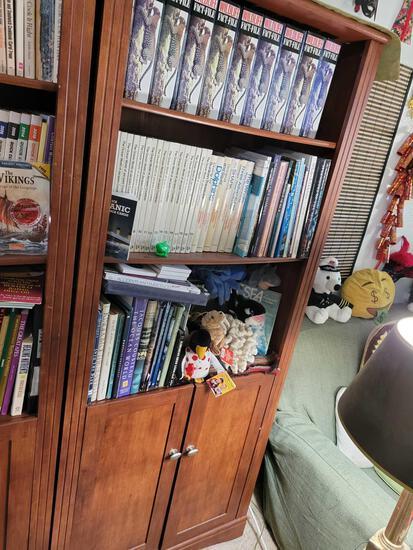 Bookcase w Animal life books