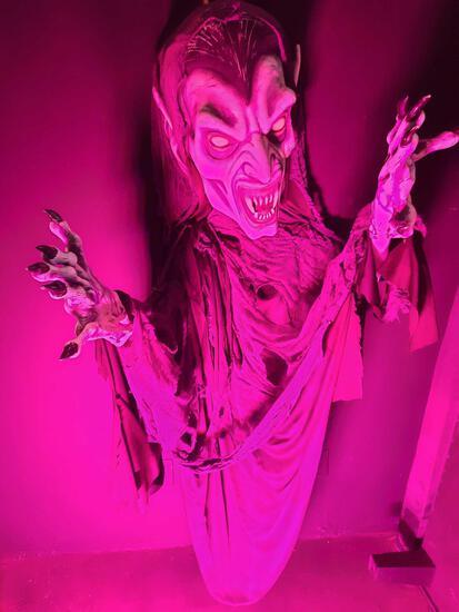 9ft Flying Vampire Ghoul