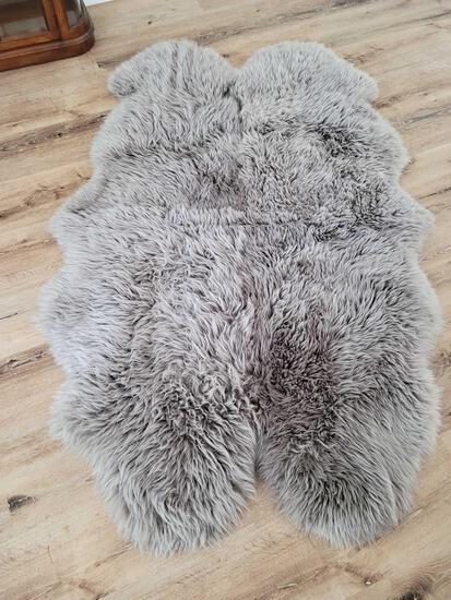 Windward 100% Sheepskin rug from Australia and New Zealand