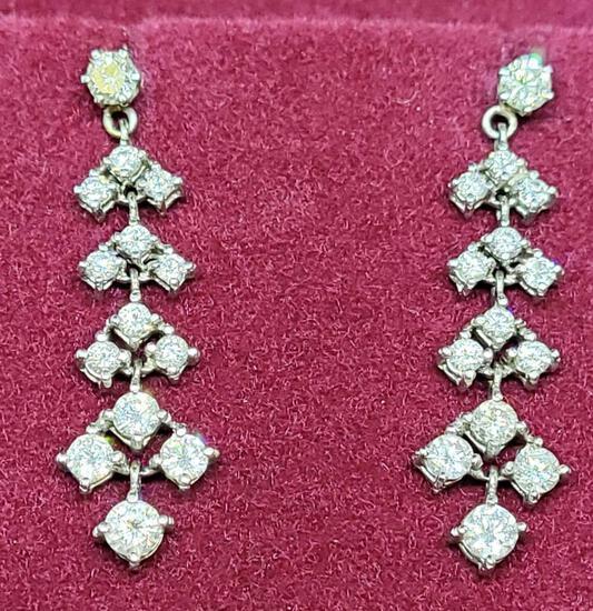 Absolutely Stunning 14kt white gold Diamond Earrings
