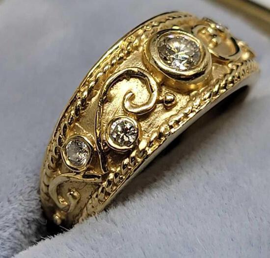 Beautiful 14kt gold diamond ring size 6