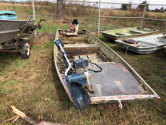 Aluminum Boat w/ trolling motor