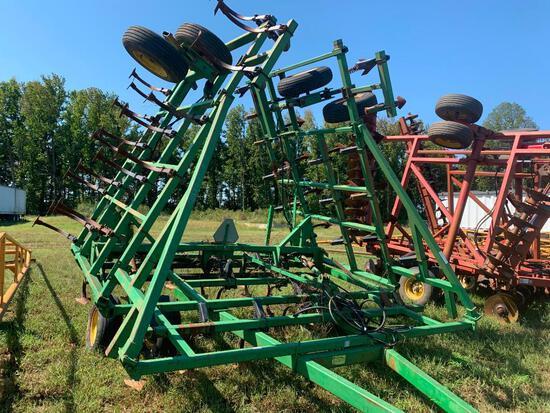 John Deere 960 36' Field Cultivator